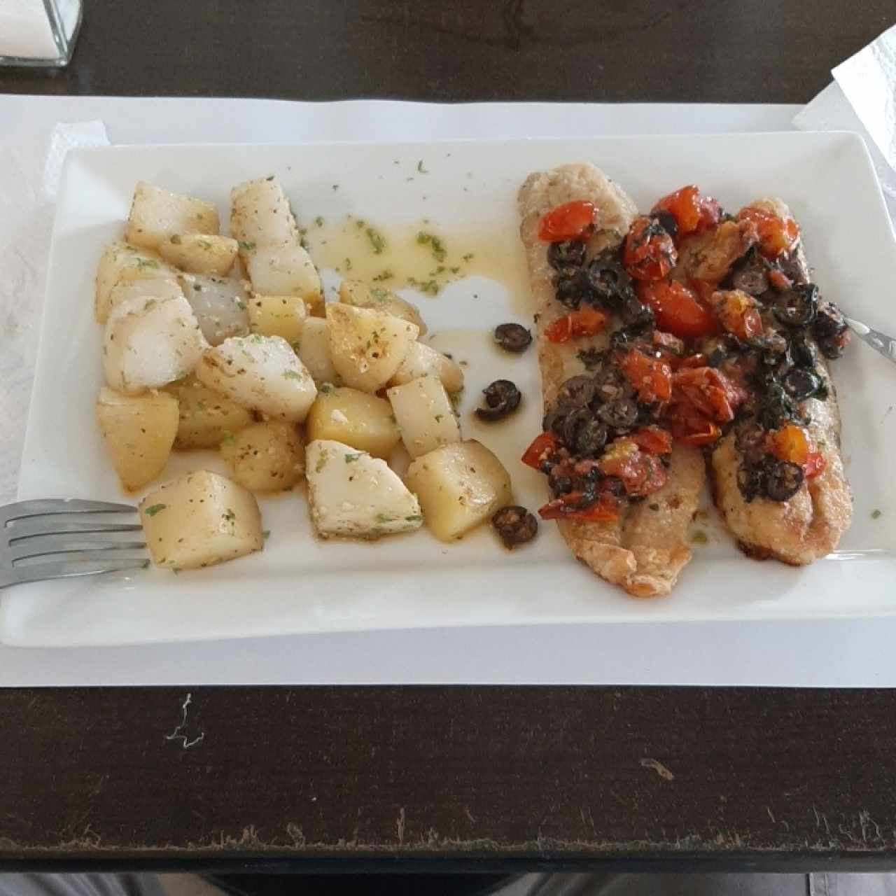 filete de corvina al mediterraneo