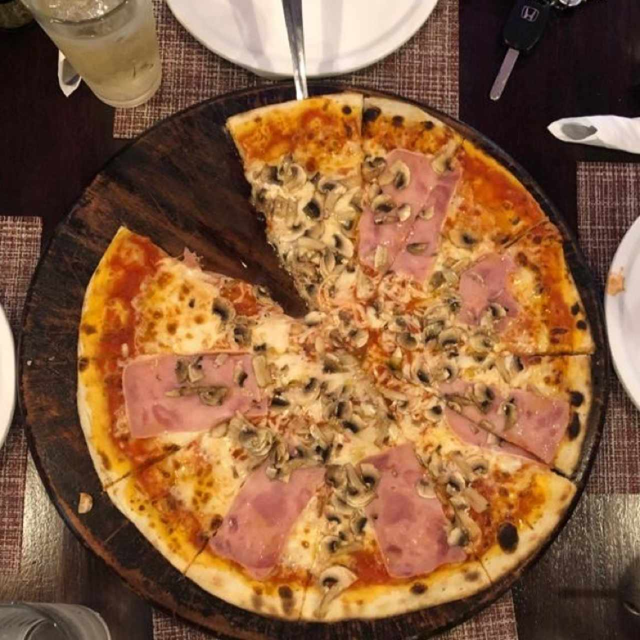 pizza de jamon y hongos