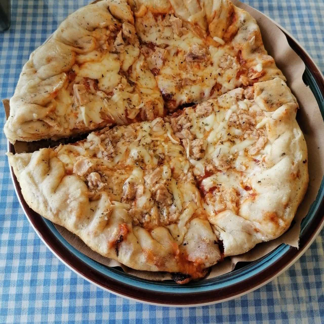 Pizza con atún