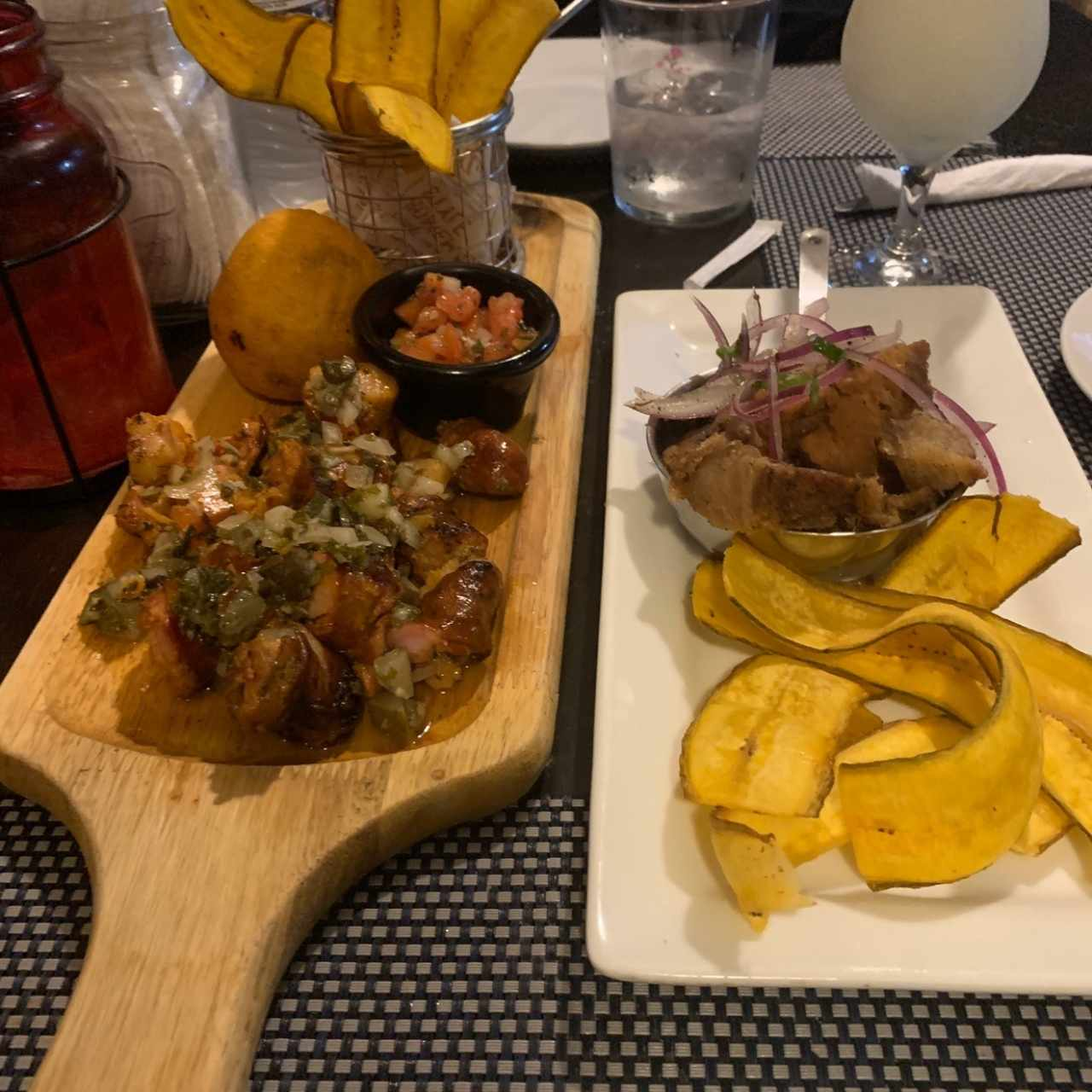 chorizo tableño y ceviche de chicharron