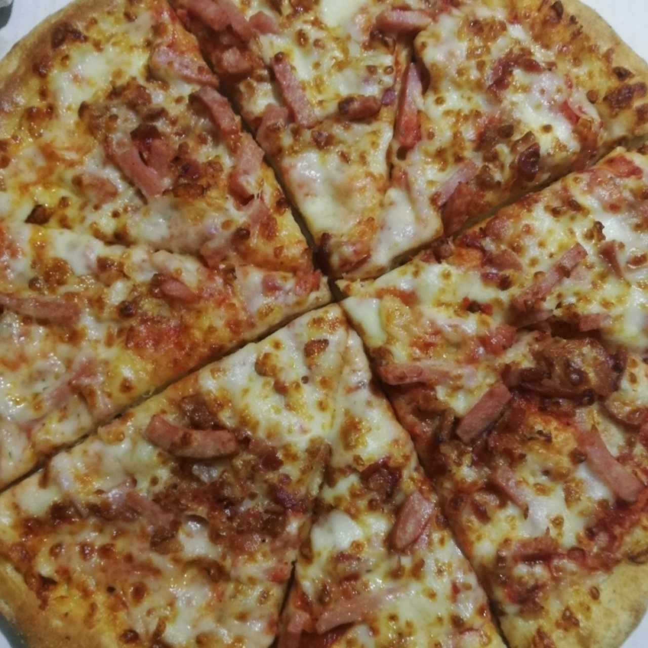 Pizza de jamón y bacon