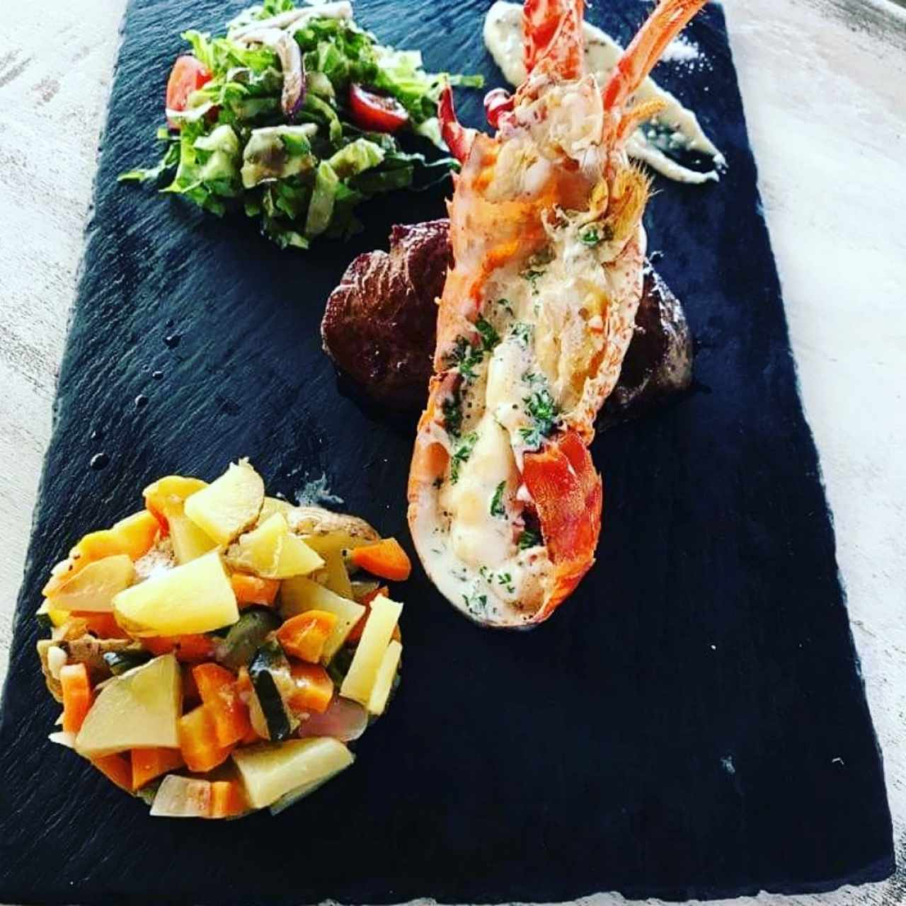 surf and turf con vegetales