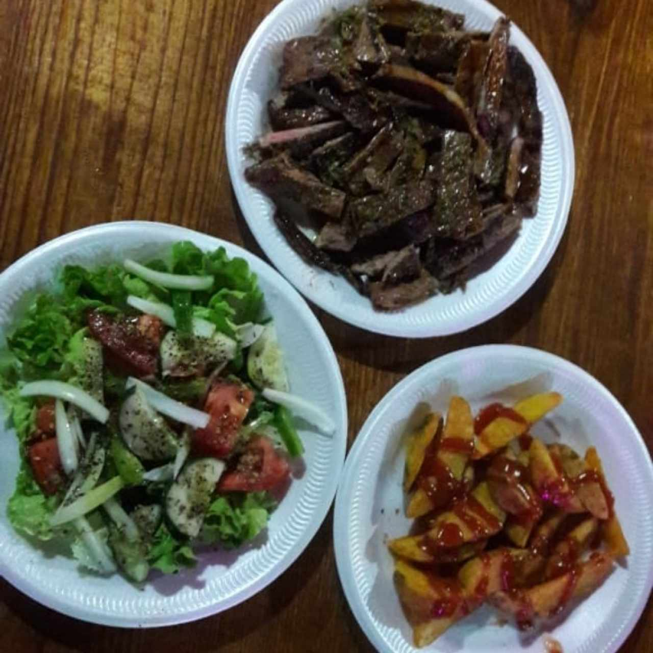 filete papas y ensalada