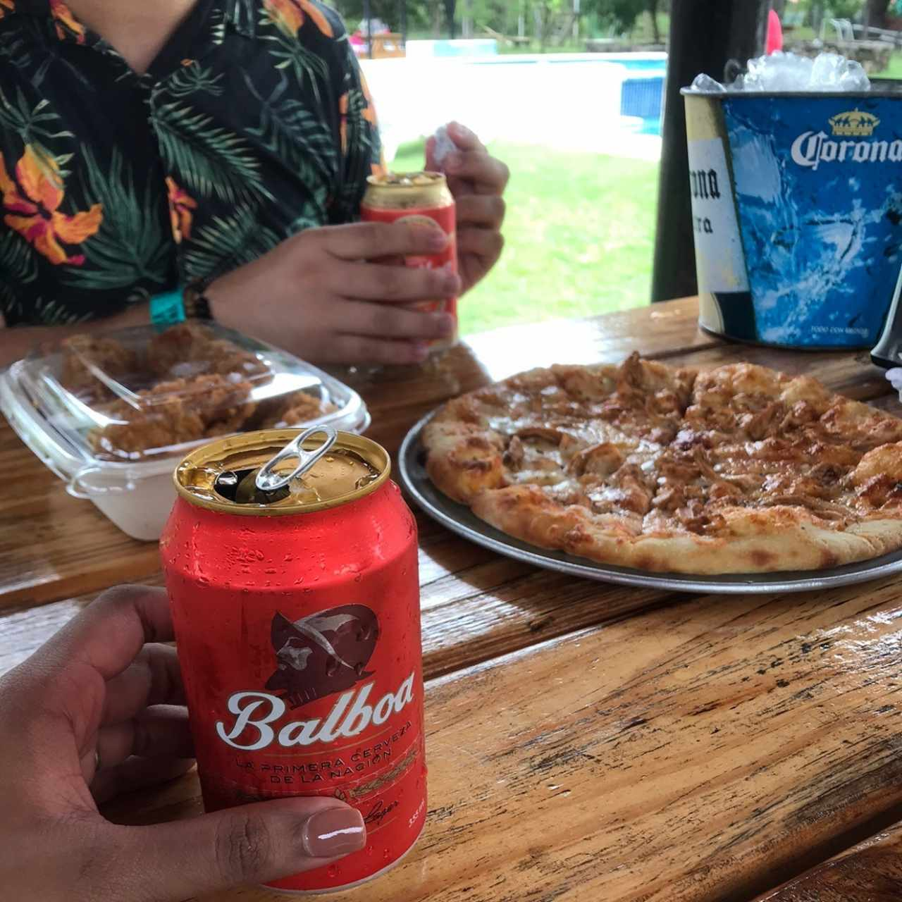 Pizza de Pollo BBQ y Alitas Buffalo