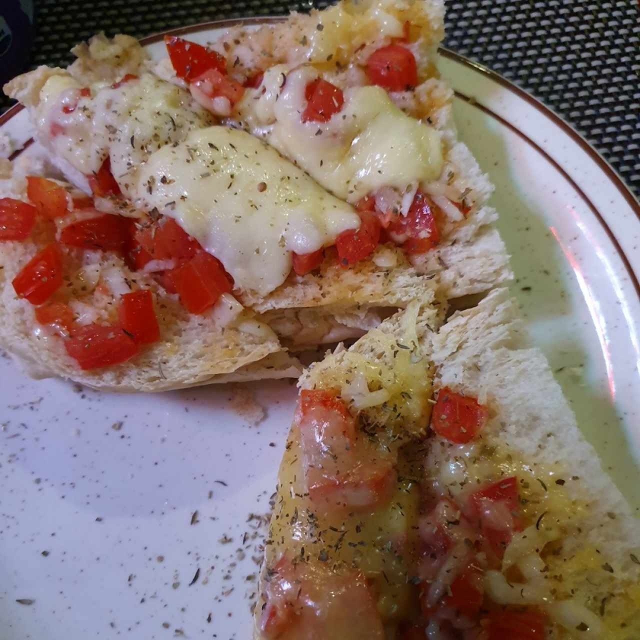 pan, queso y tomate