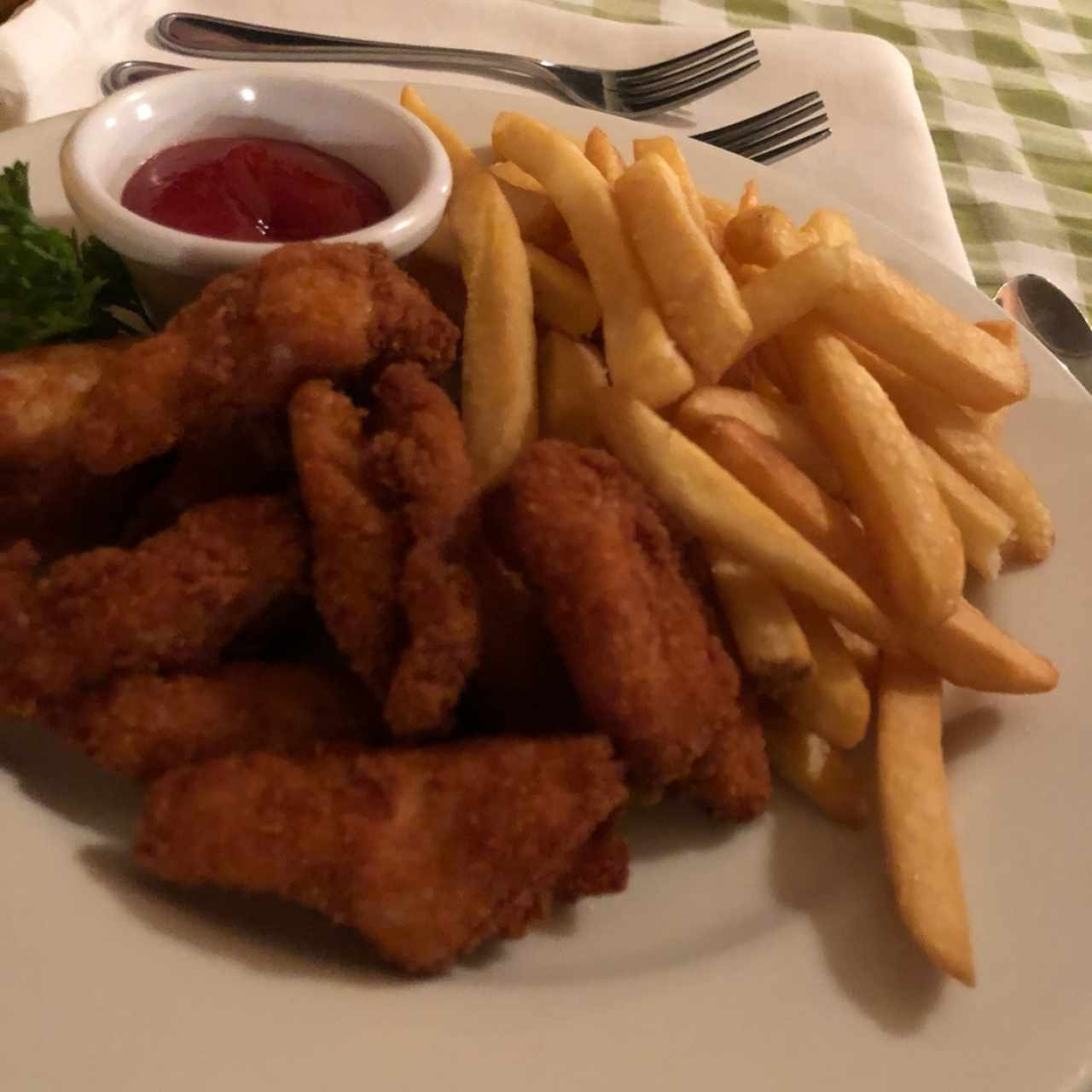 Chicken or fish nuggets with fries