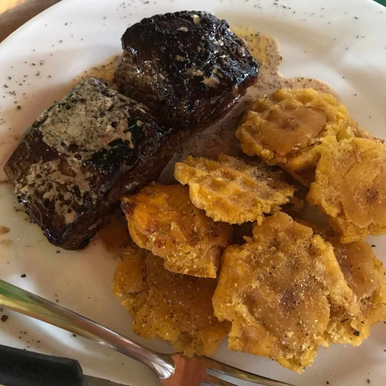 Filete de res con patacones