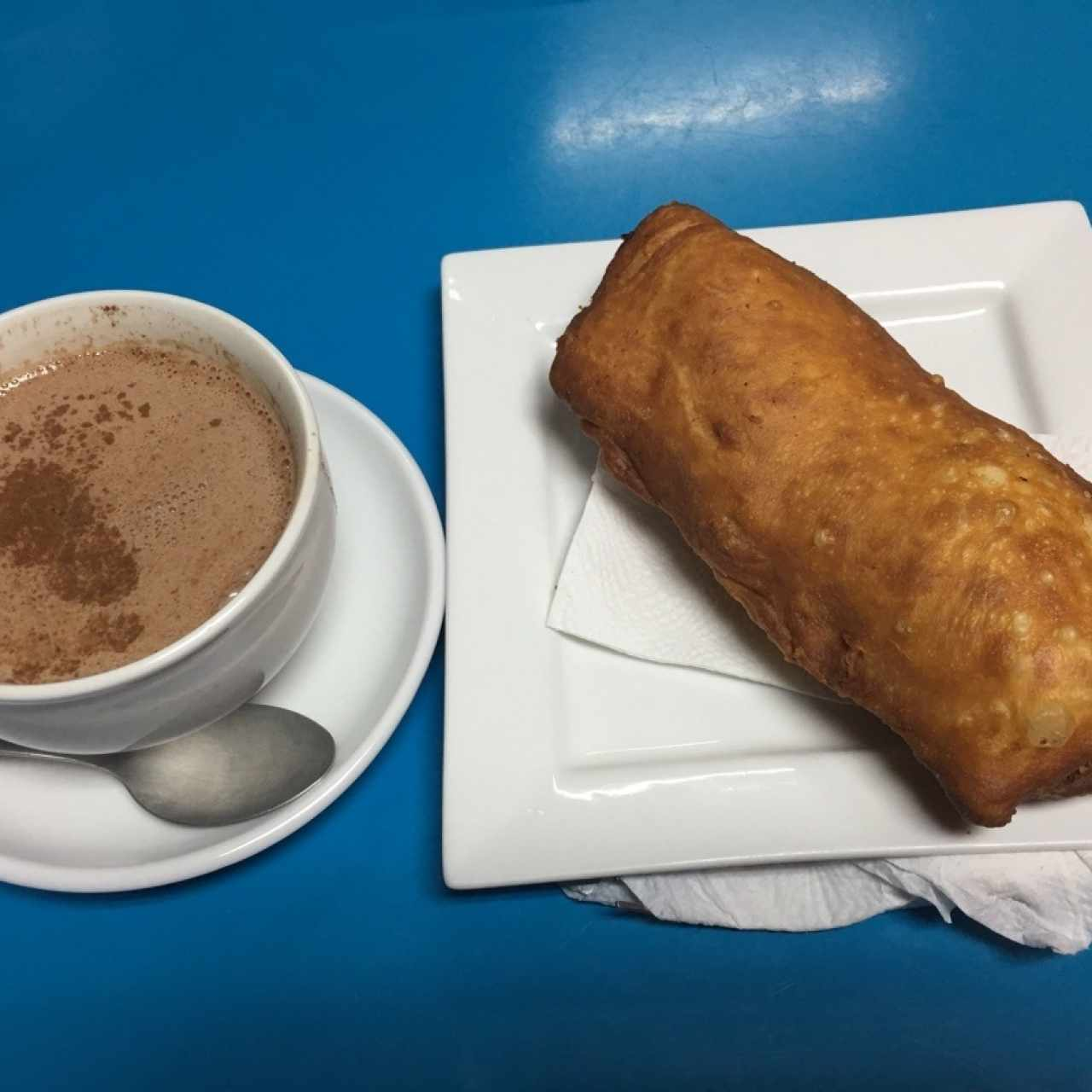 Tapao de Pollo & Chocolate Caliente