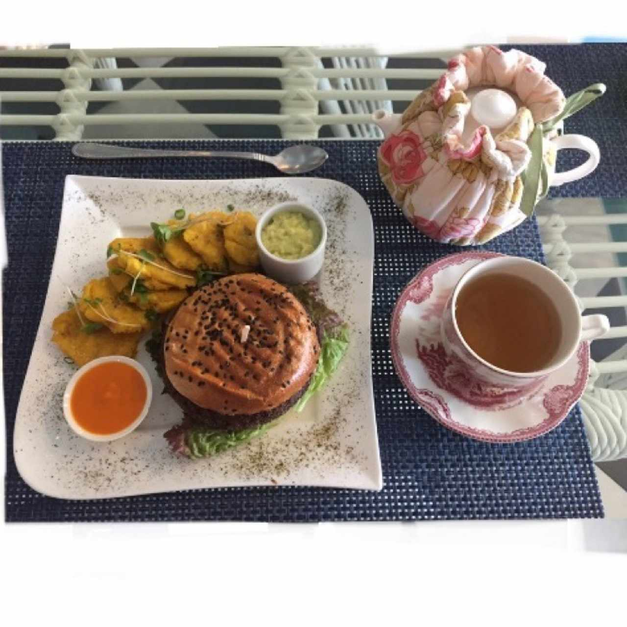 Quinoa burger, detox tea