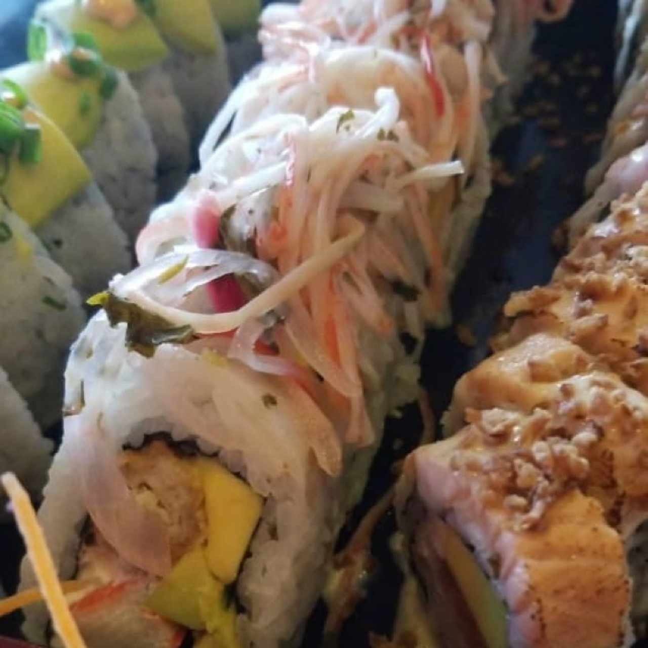 dragon roll, ceviche roll y tokio roll
