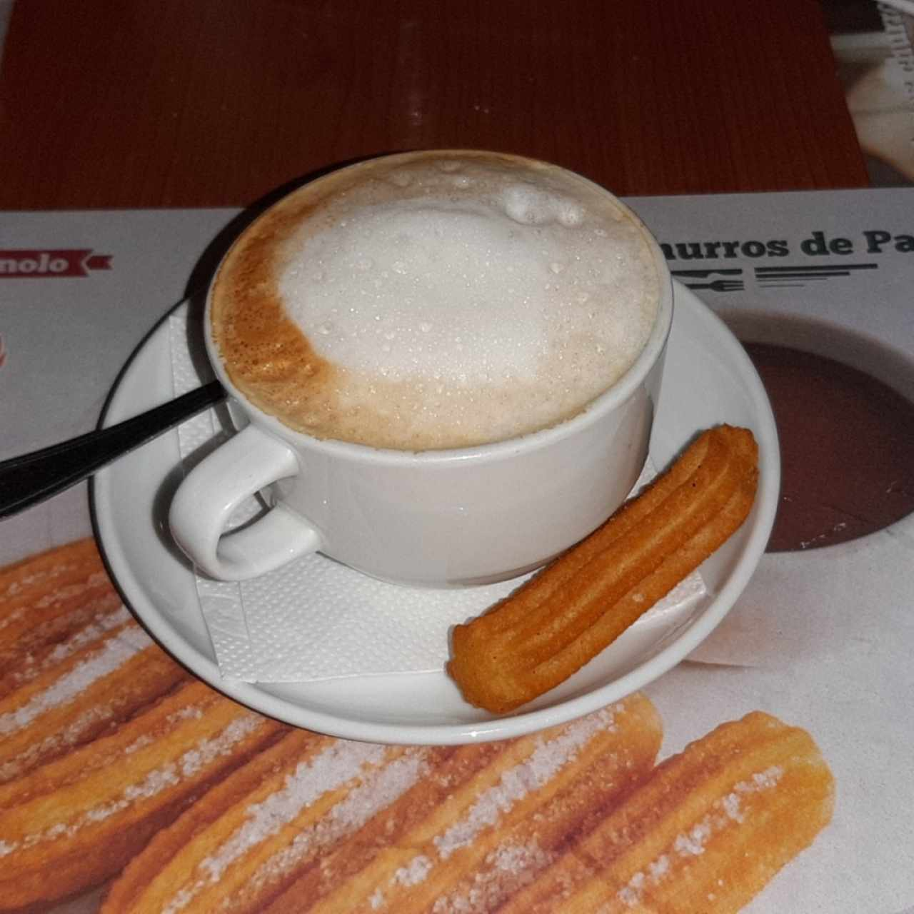 Cafe con leche y mini churro