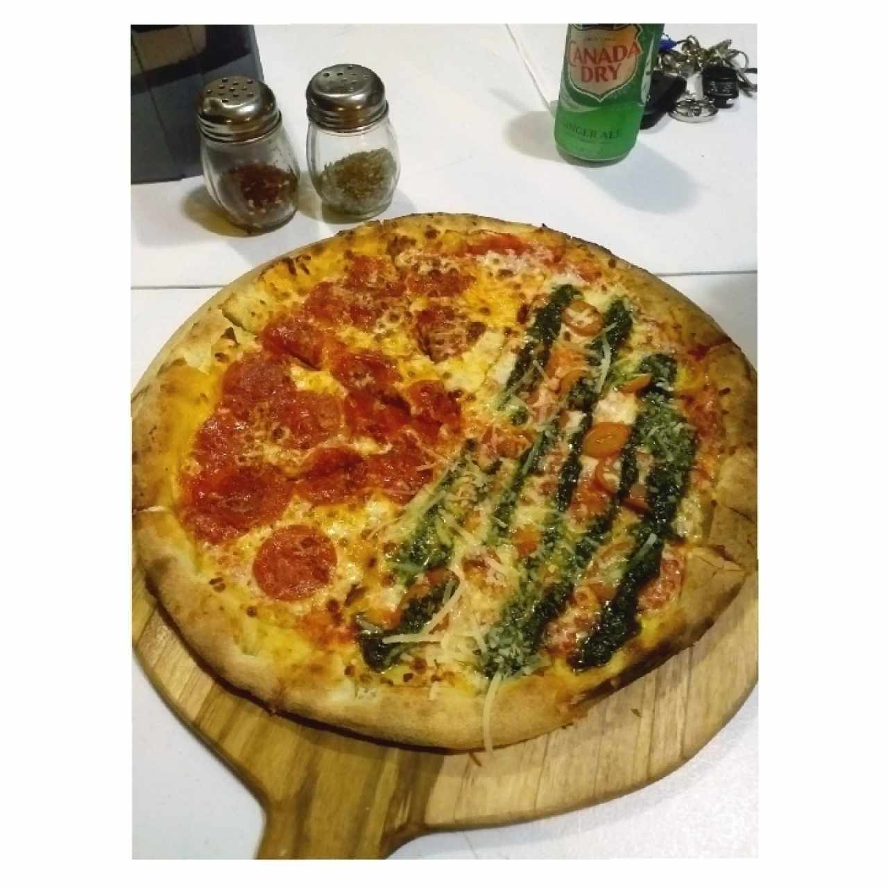 pizza mediana de peperoni / pesto