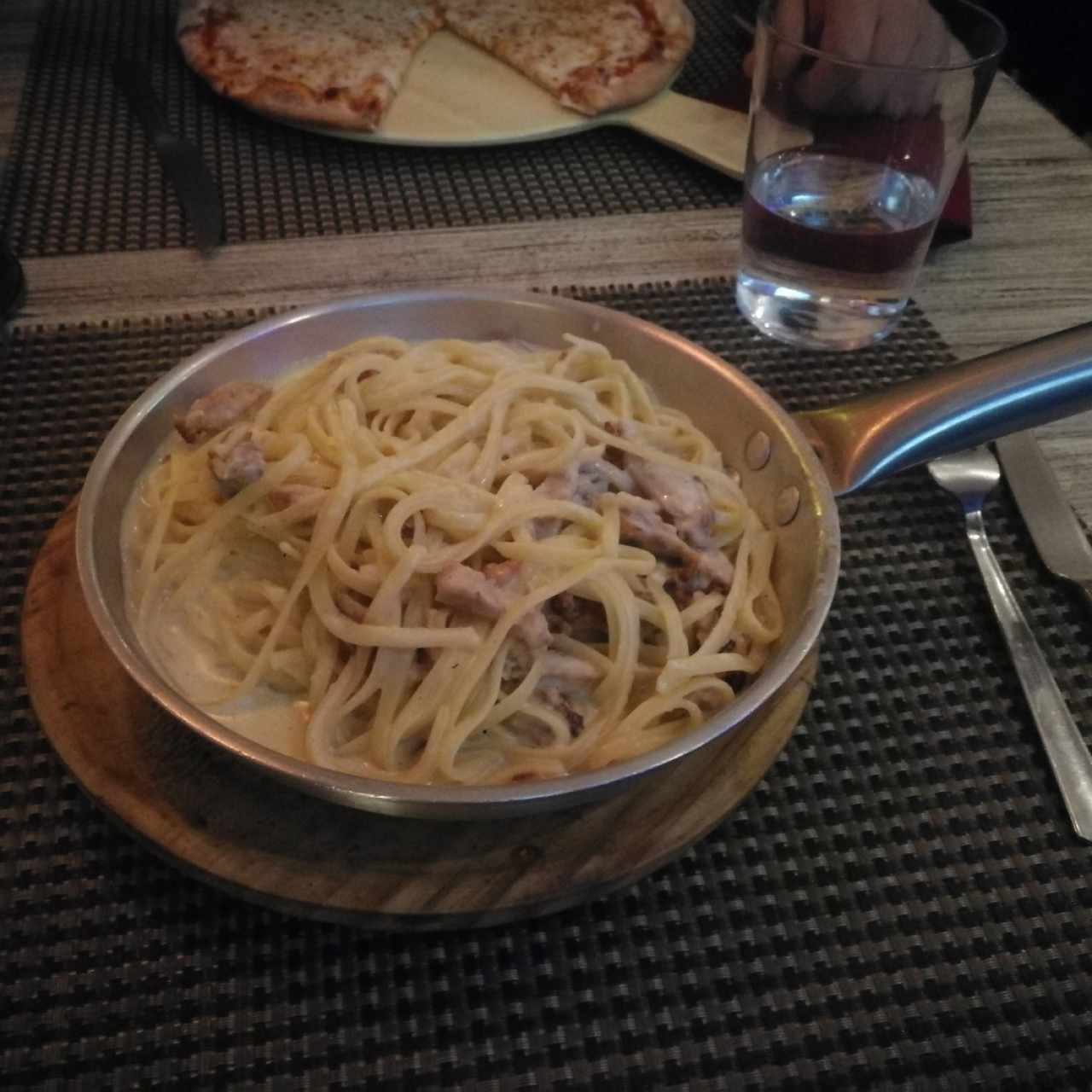 Linguini a la 4 quesos con pollo
