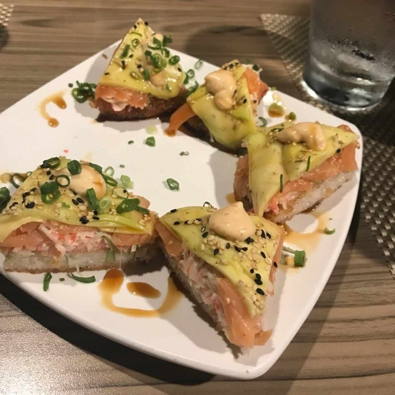sushi pizza de salmon