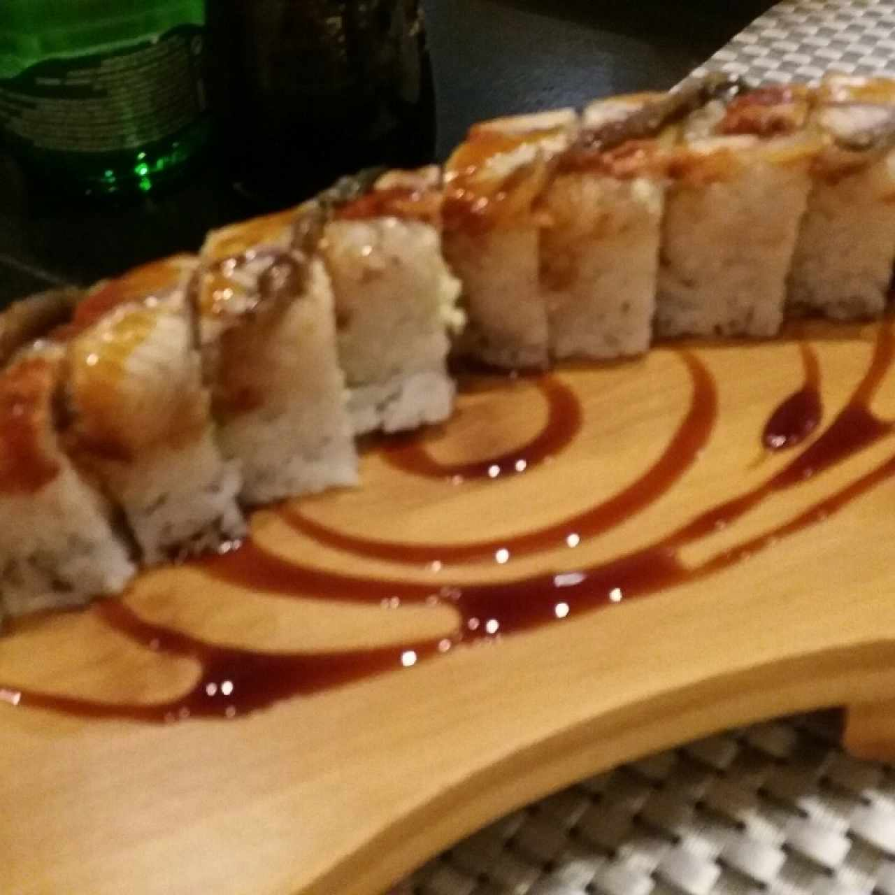 sushi de anguila de rest. Nómada en Strip Mall
