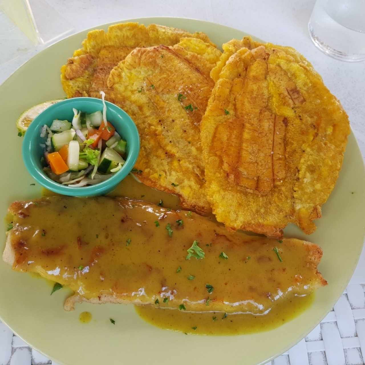 patacones con filete al curry