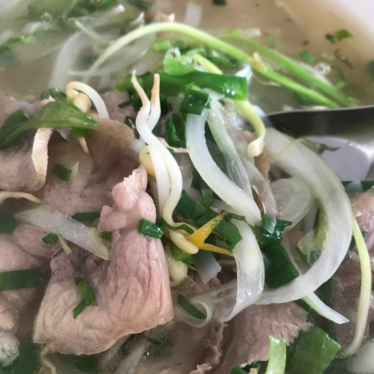 Pho de Res medio cruda
