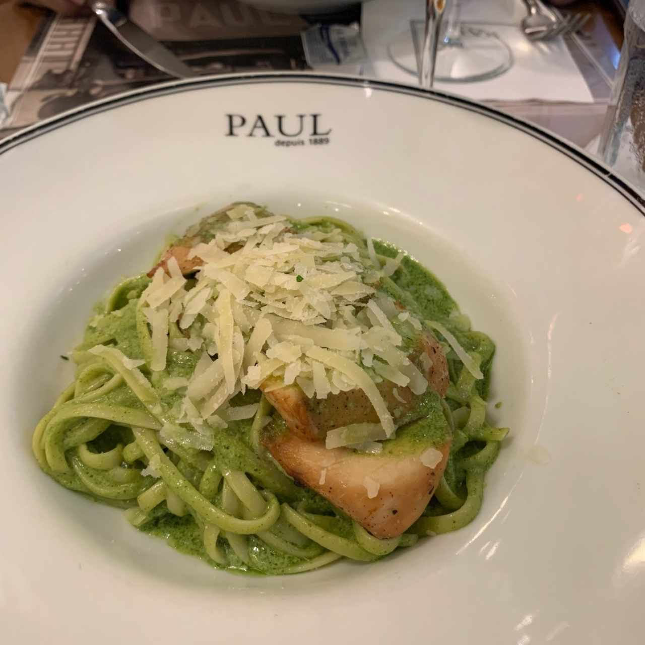 Linguini al pesto con pollo