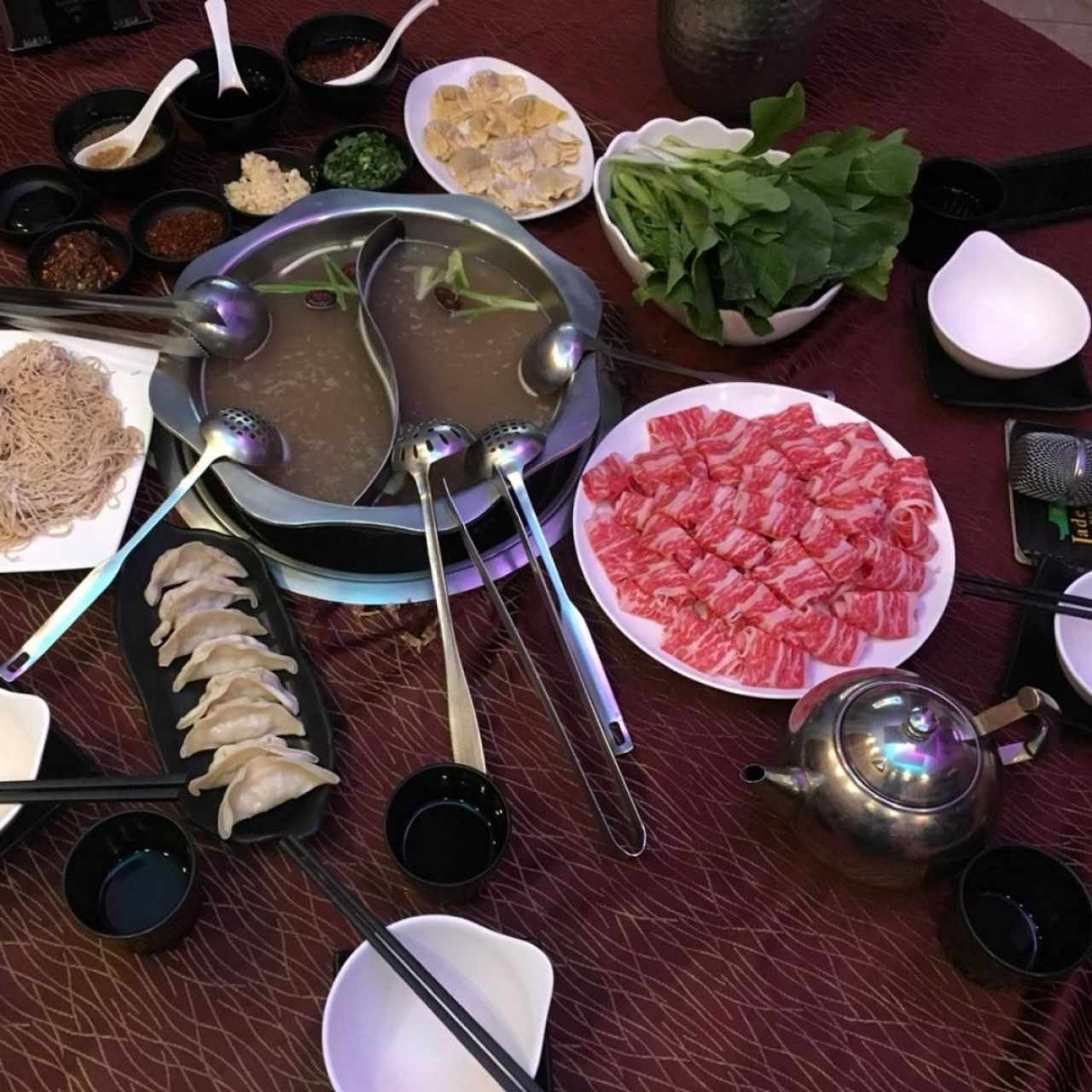 Hot Pot (el caldo es sopa)