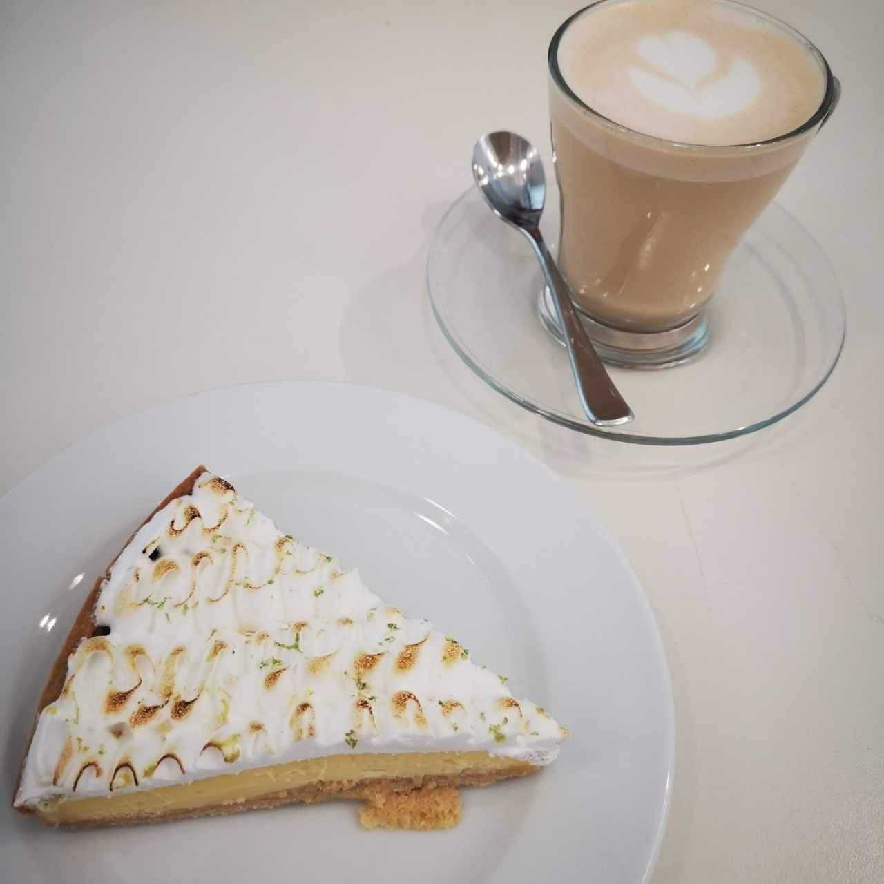 Pie de Limon y Capuchino
