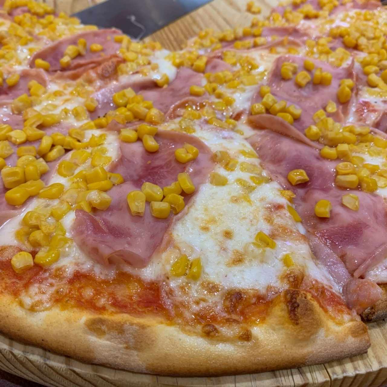 Pizza de Jamon con Maiz