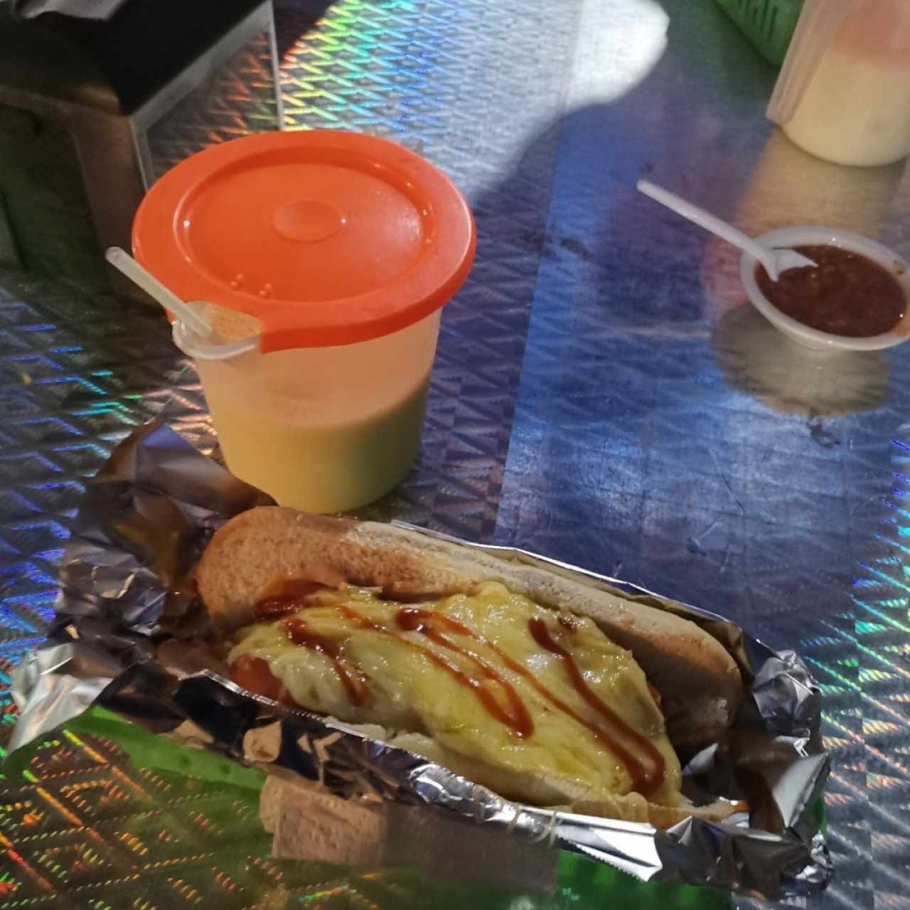 hot dog y jugo de mango
