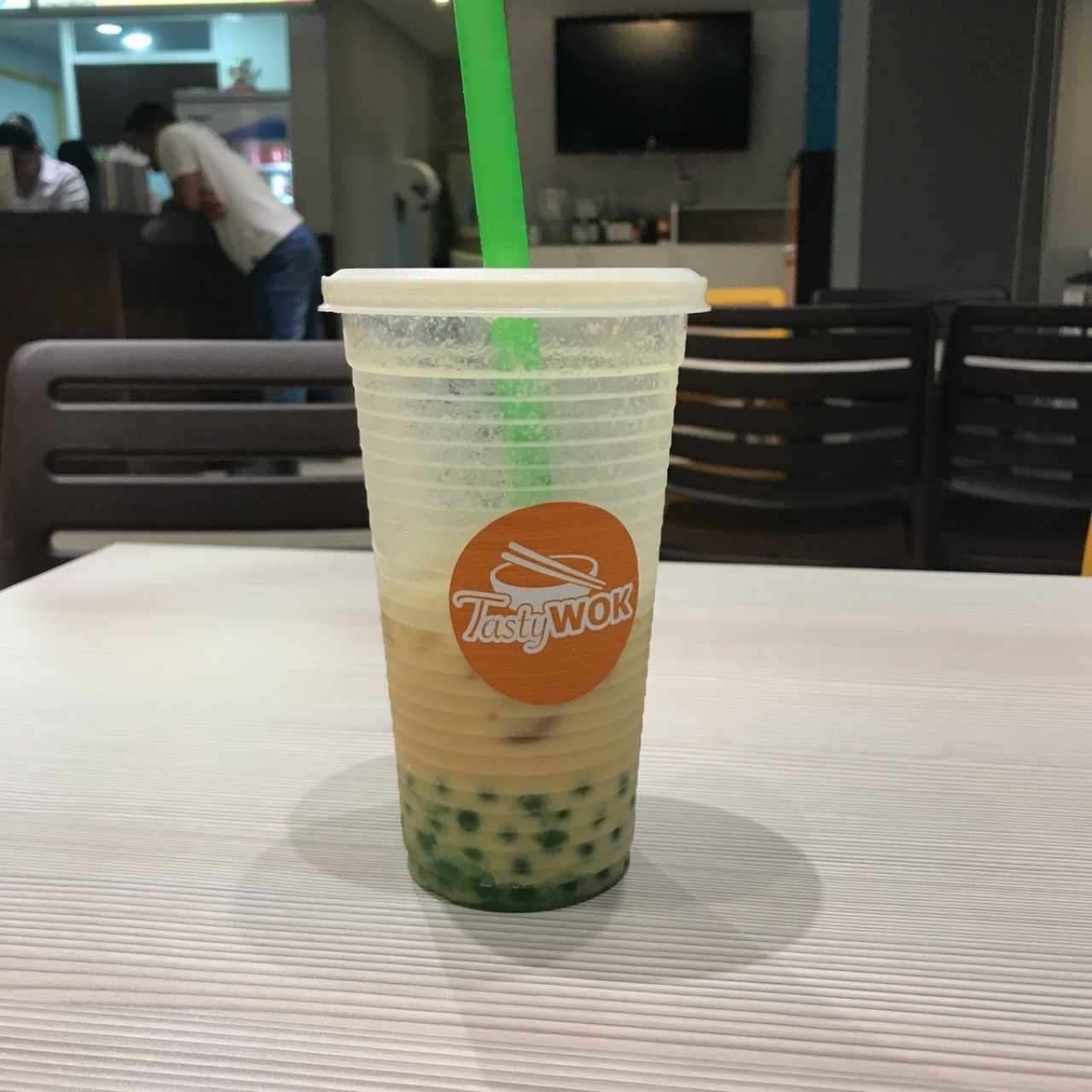bubble tea de naranja con topping de manzana