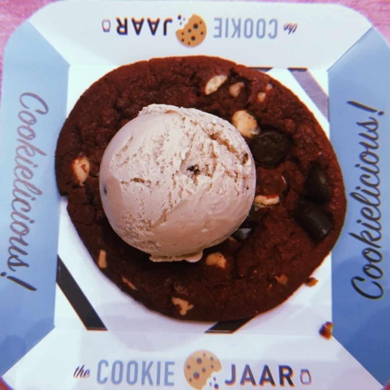 XL Red Velvet Cookie con helado de Brownie