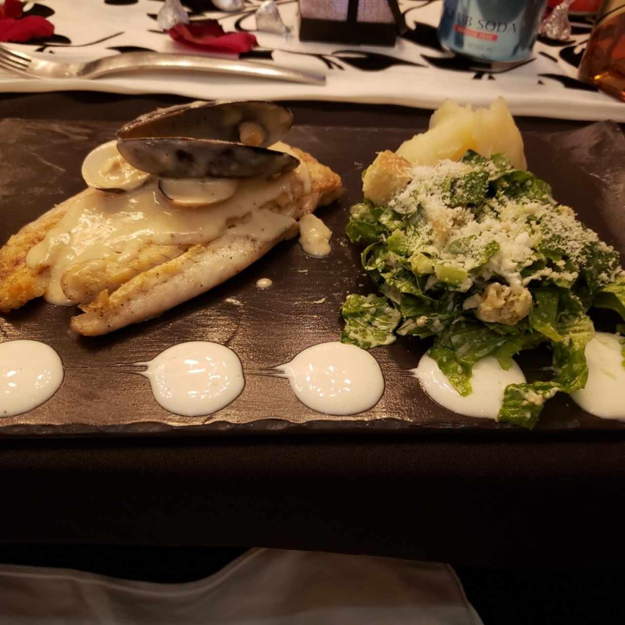 filete de corvina en salsa de mariscos