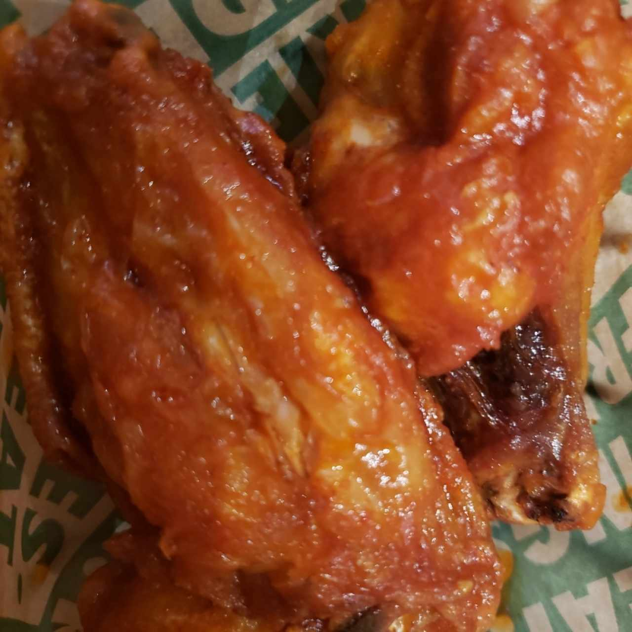 wings con salsa mild