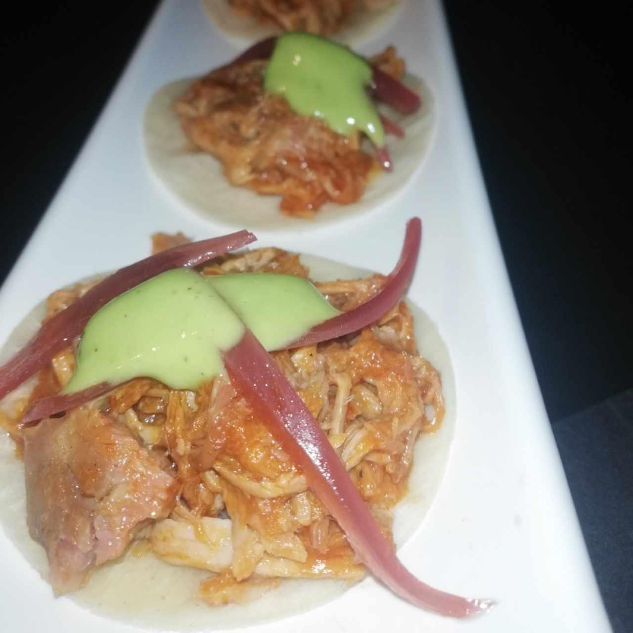Mini tacos de cochinilla BBQ
