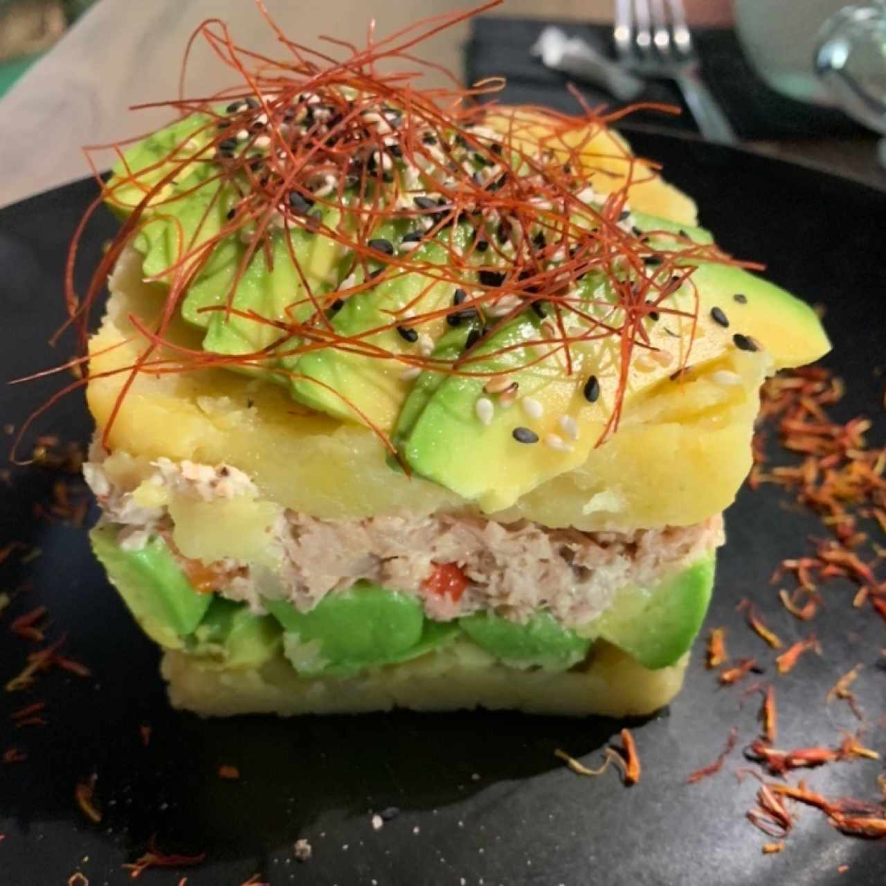 causa con aguacate