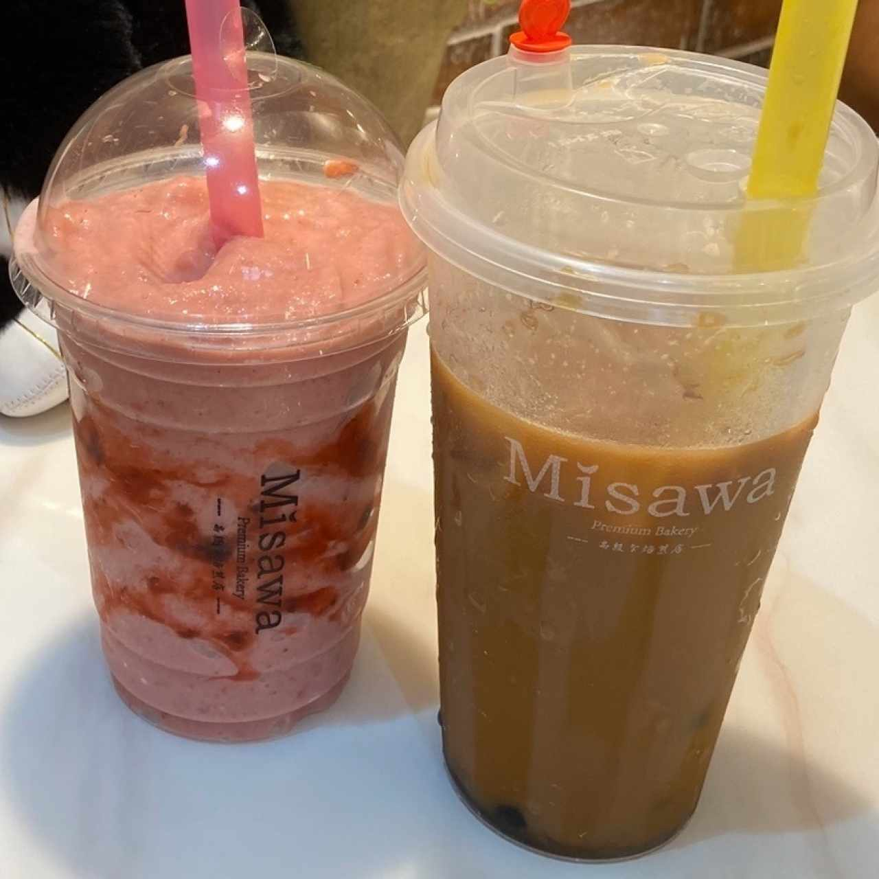 strawberry smoothie y bs bubble tea