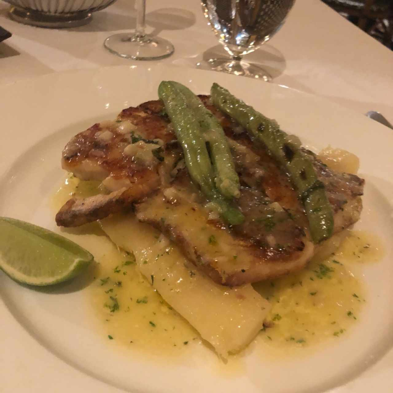 filete de corvina con yuca al mojo