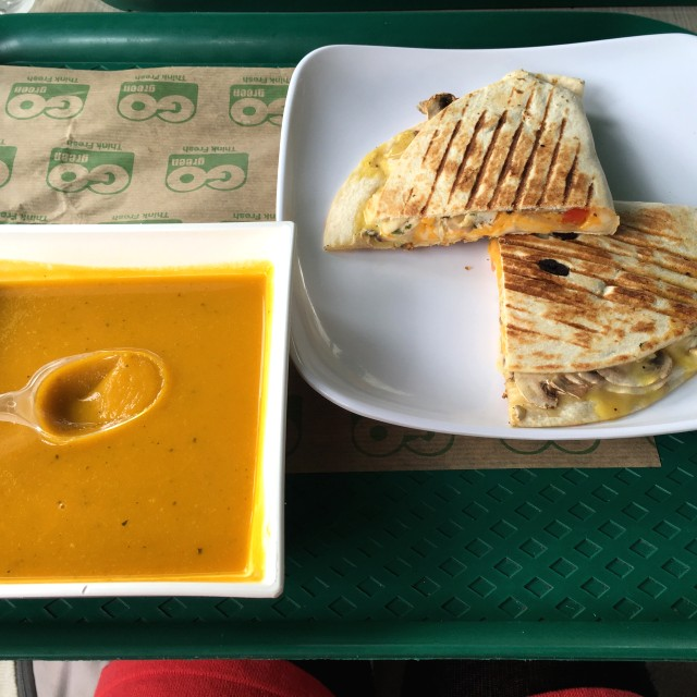 Philly quesadilla y sopa de auyama
