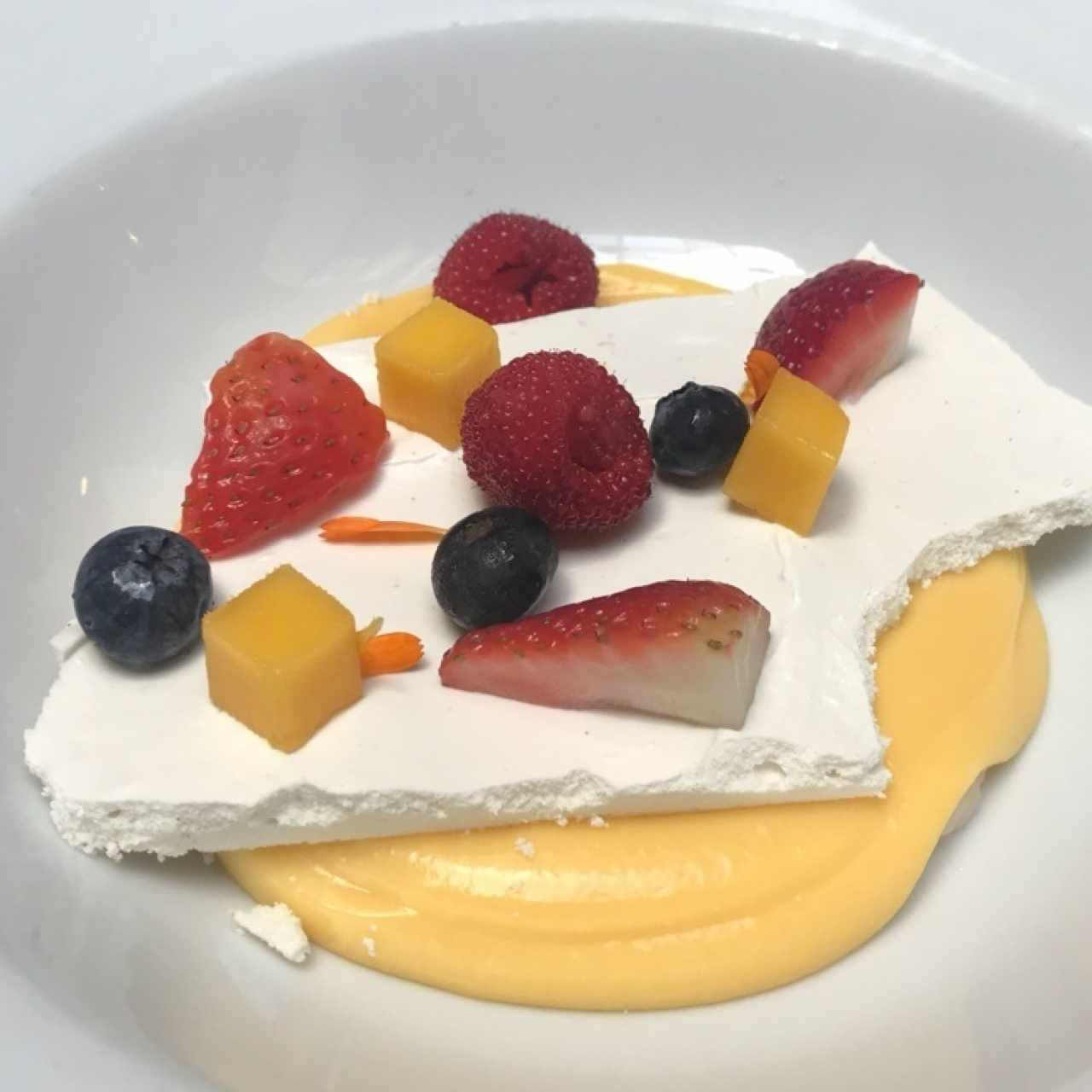 postre de merengue con frutos!