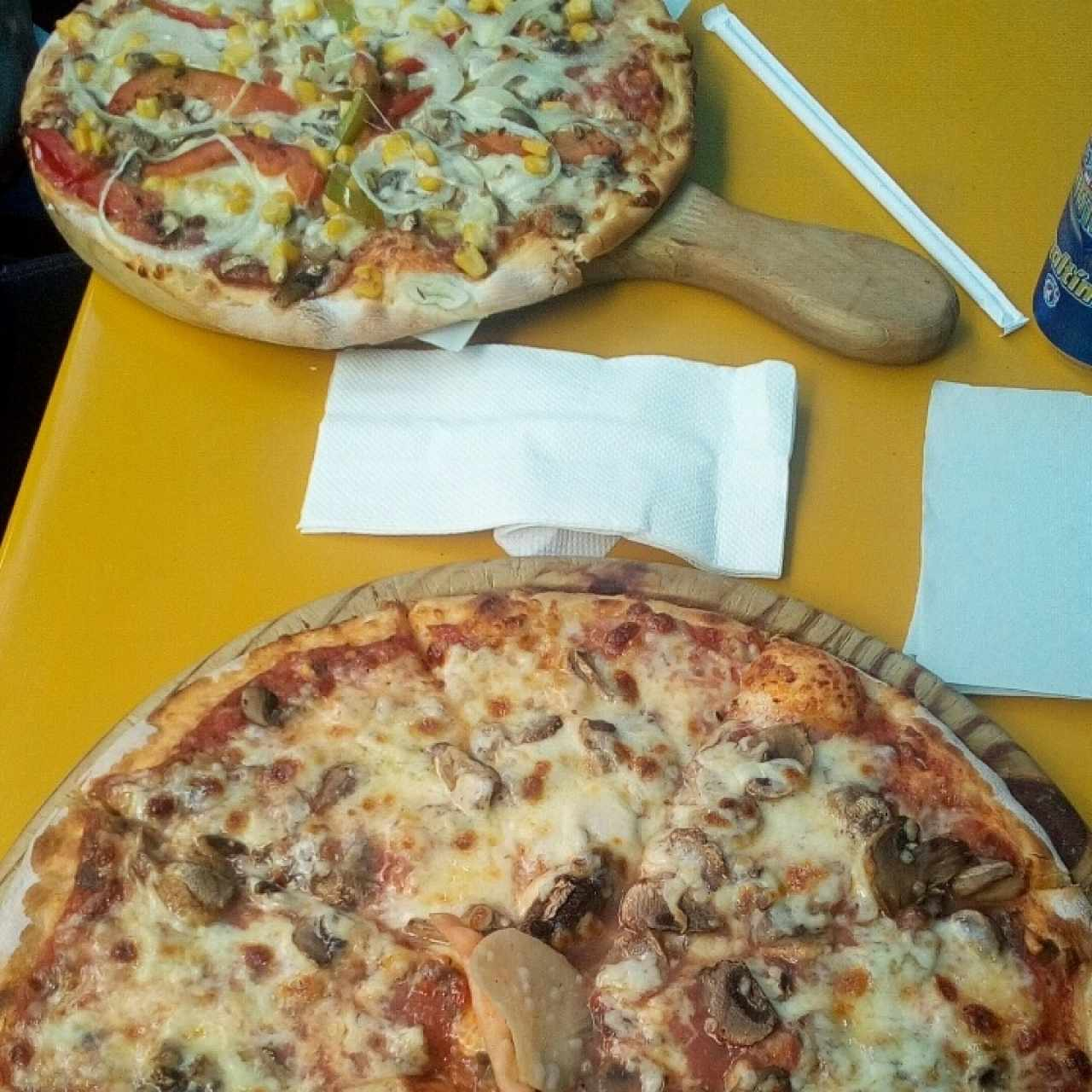 Pizza con champiñones y Pizza Vegetariana