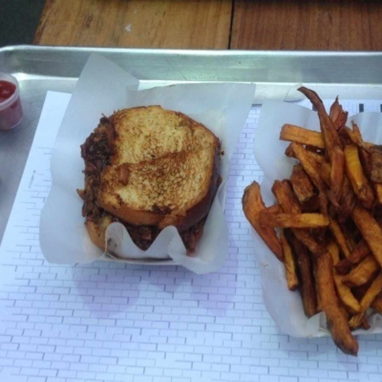 Bbq sandwich y babata french fries