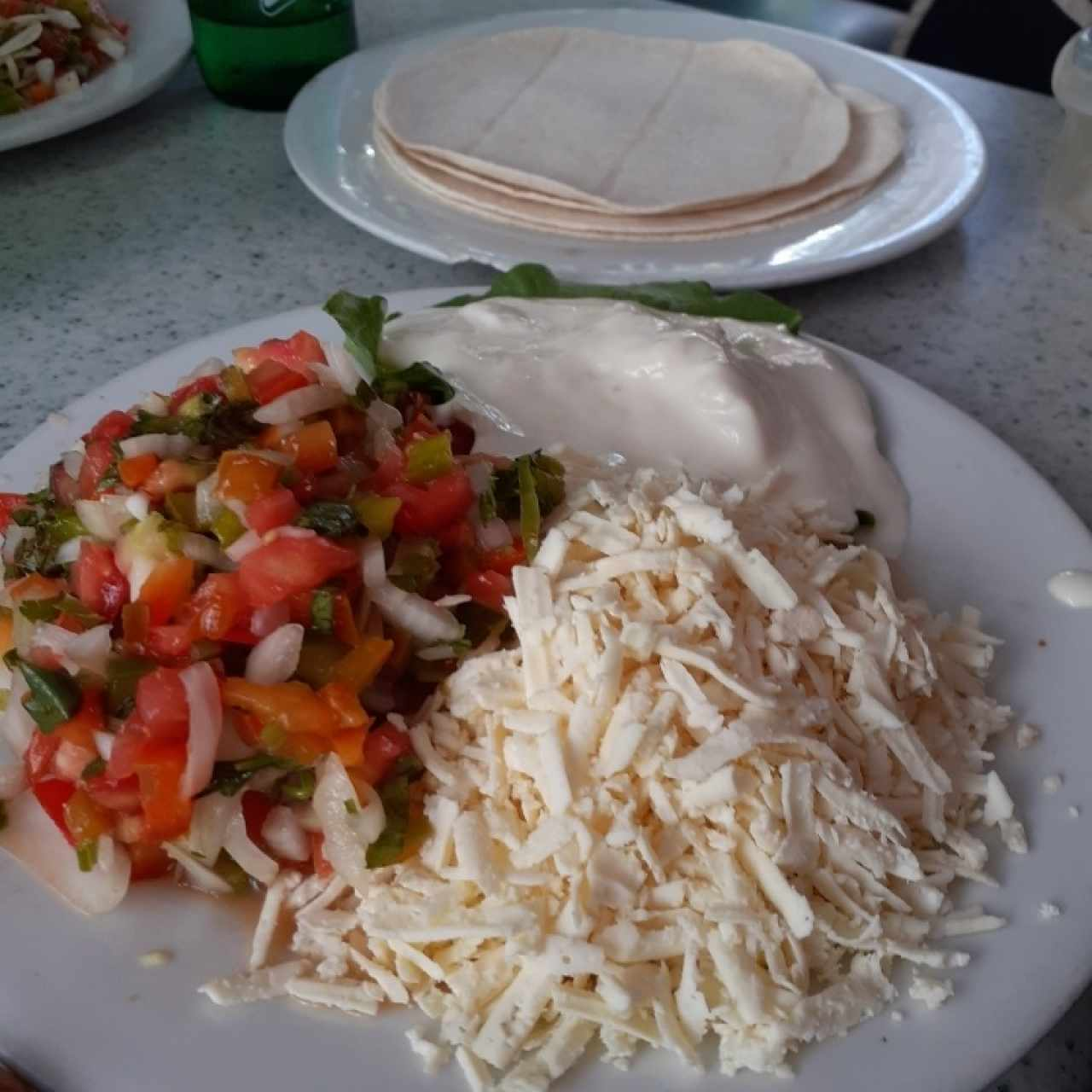 tortillas, pico e gallo y crema