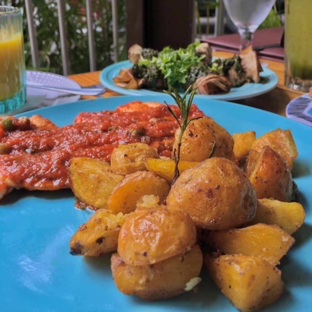 Scaloppine de Pollo con papas al romero